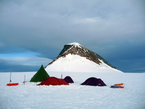 INLANDIS_Expedition_Base_Camp_Nunatak(k)(1071x804)